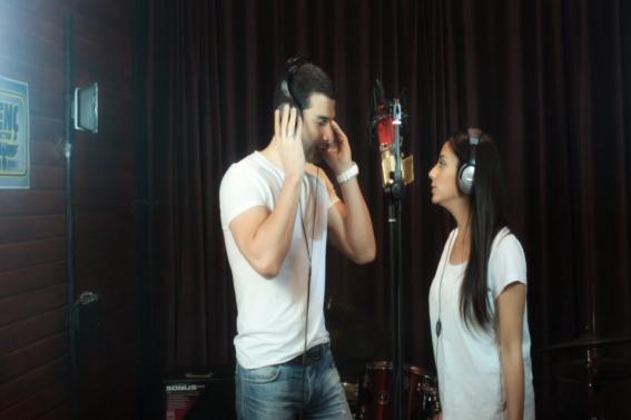 Müzik Stüdyosunda Şarkı Söyleyin
